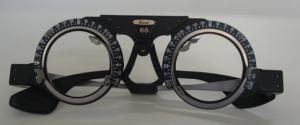 強制用眼鏡